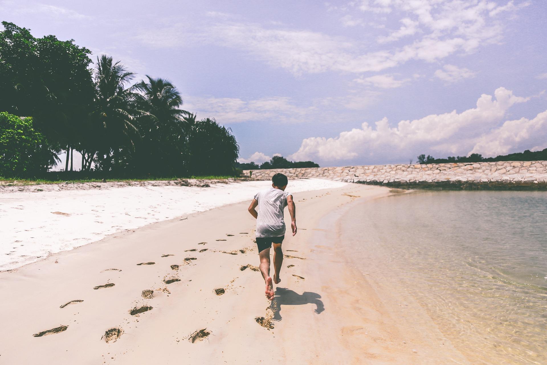 beneficios-de-caminar-descalzo