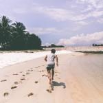 Conoce los beneficios de caminar descalzo